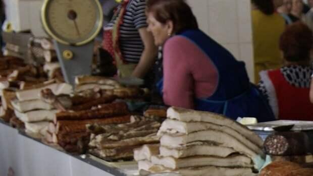 """Сало на фоне флага"": блогер из Крыма развеяла мифы о ценах на Украине"