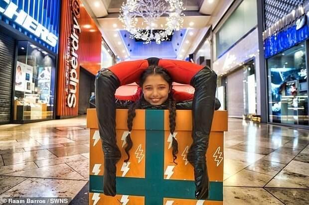 Гуттаперчевая девочка: юная гимнастка, которая умеет складываться пополам