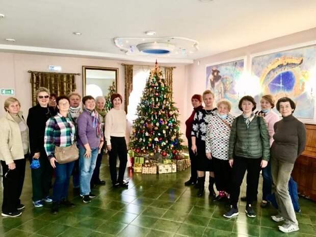 Активисты из Савеловского посетили музей елочных игрушек