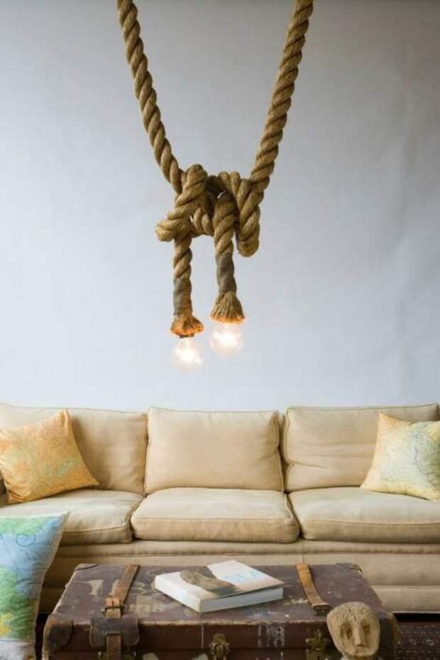 Подвесная конструкция, в которой прячется провод для освещения. /Фото: i0.wp.com