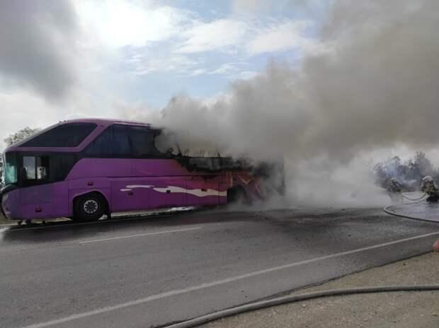 В районе Керчи сгорел пассажирский автобус