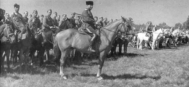 Конники 2-го гвардейского кавалерийского корпуса Брянского фронта на торжественном построении СССР, война, история