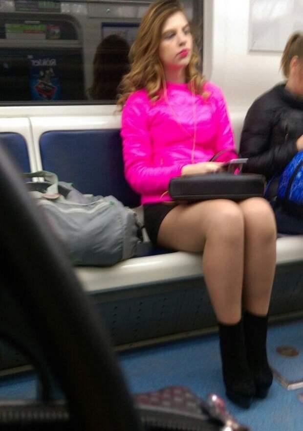 Стиляги в метро (40 фото)