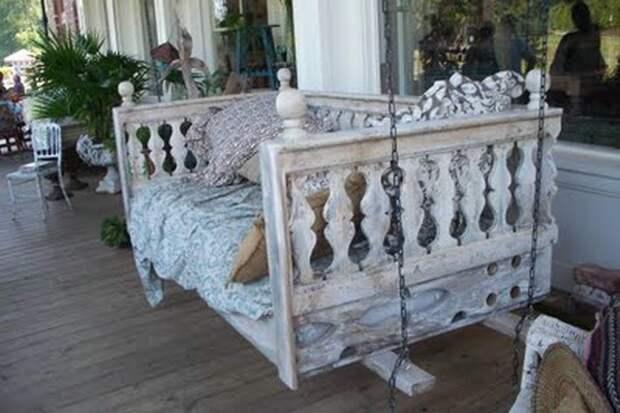 Подвесные диванчики-качели для террасы