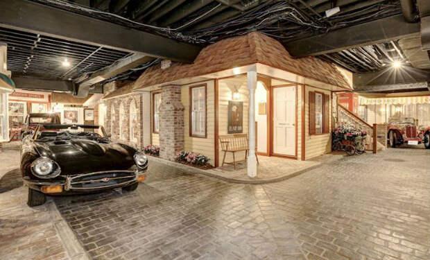 В подвале особняка сделали целый подземный город: машины и несколько улиц