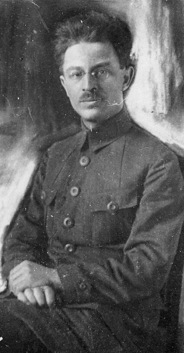 Через революции и войны: с пером Троцкого и сталинской строкой
