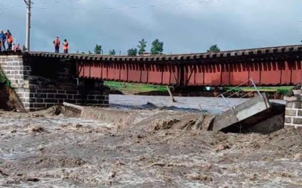 В Забайкалье размыло железнодорожный мост