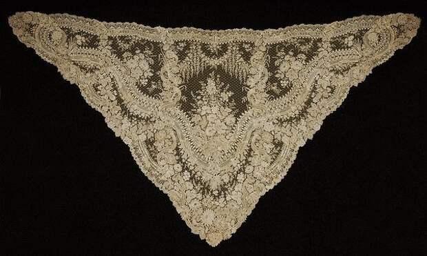 Шаль из брюссельского кружева ручной работы, середина XIX века.