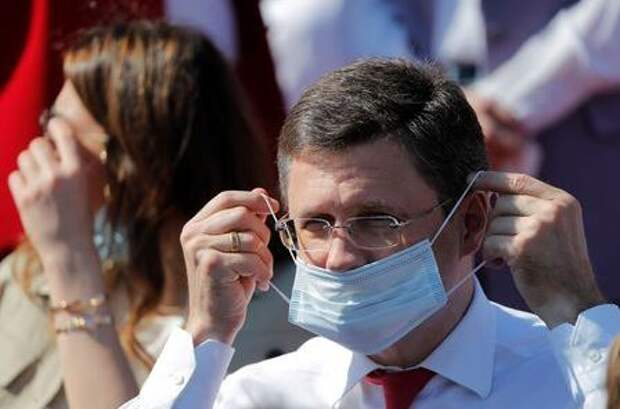 Russian Energy Minister Alexander Novak adjusts his protective face mask before the Victory Day Parade in Red Square in Moscow, Russia June 24, 2020. The military parade, marking the 75th anniversary of the victory over Nazi Germany in World War Two, was scheduled for May 9 but postponed due to the outbreak of the coronavirus disease (COVID-19). REUTERS/Maxim Shemetov