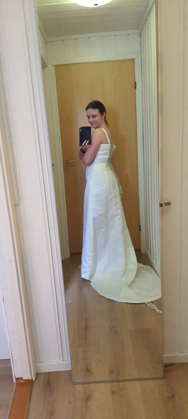 Развеем тоску! Британки надевают свадебные платья, чтобы подбодрить себя в самоизоляции