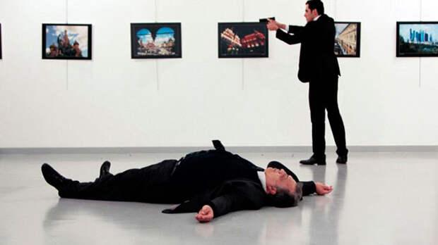 Ничего святого: Фотографию тела убитого в Турции посла Карлова использовали в компьютерной игре