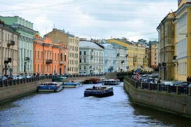 В Санкт-Петербурге закрыли дамбу из-за угрозы наводнения