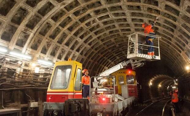 «Утекают бюджетные деньги» - в Сети обсуждают позор питерского метро