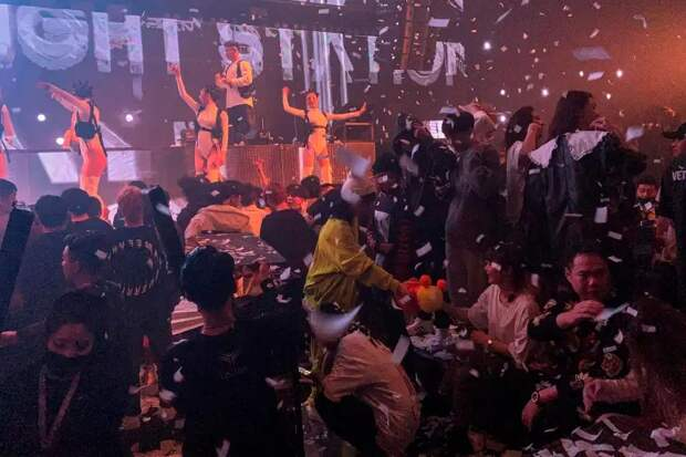 Пир во время чумы: как в Ухане народ гуляет на вечеринках, пока весь мир борется с коронавирусом