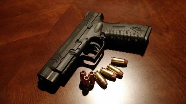 Севастополец нёс в полицию гранаты и пистолет: перекрыли две улицы и вызвали ОМОН