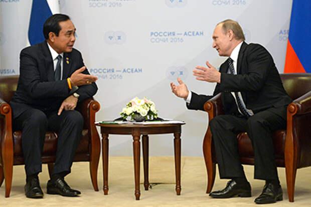 Владимир Путин и Прают Чан-Оча