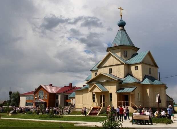 Российские знаменитости начали строить храмы