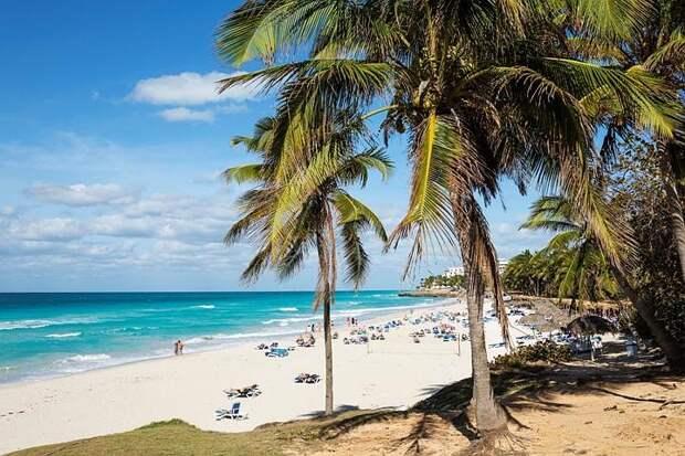 Самолет авиакомпании Azur air доставил на Кубу более 500 туристов из России