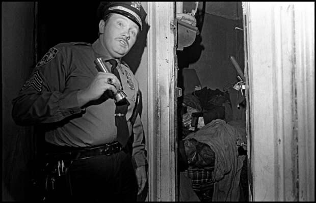 При проверке заброшенного здания, оказалось что в нем находился труп человека.