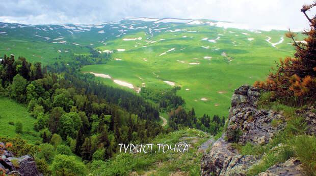 Скала Утюг на Лагонаки (Адыгея)– красивый природный уголок и прекрасное место для фотосессий