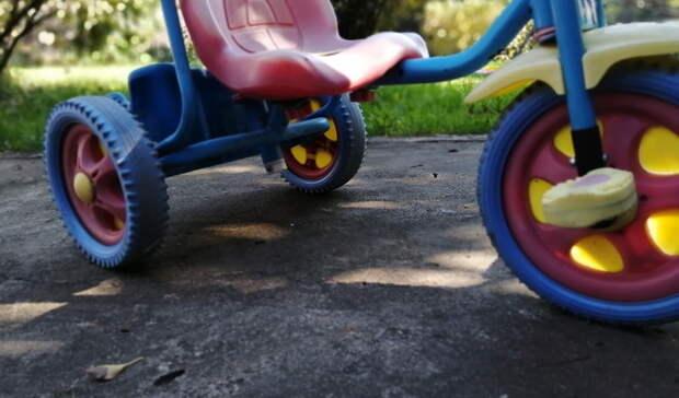 Иномарка сбила восьмилетнего мальчика навелосипеде вЕкатеринбурге