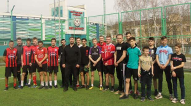 В Липецке полицейские и общественники организовали для подростков товарищеский матч по мини-футболу
