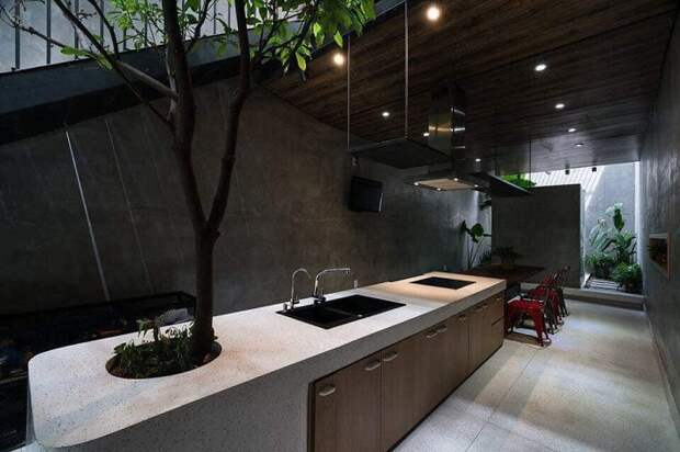 Натуральное дерево в интерьере кухни — это настоящее украшение любого жилища.