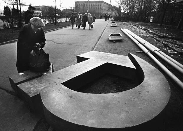Нас научили удивляться тому,что при СССР считалось нормой..........