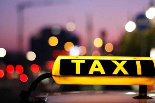"""Агрегаторы такси в очередной раз """"ошкуривают"""" астраханцев"""