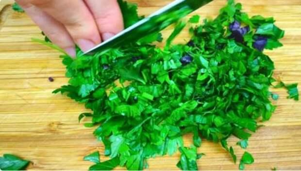 Рецепт легкого салатика из огурцов с плавленым сырком за 5 минут
