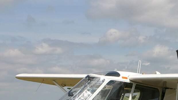 Самолет с двумя людьми на борту столкнулся с землей под Кишиневом