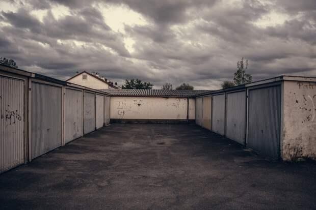 В Глазове нашли тела двух человек в закрытом изнутри гараже