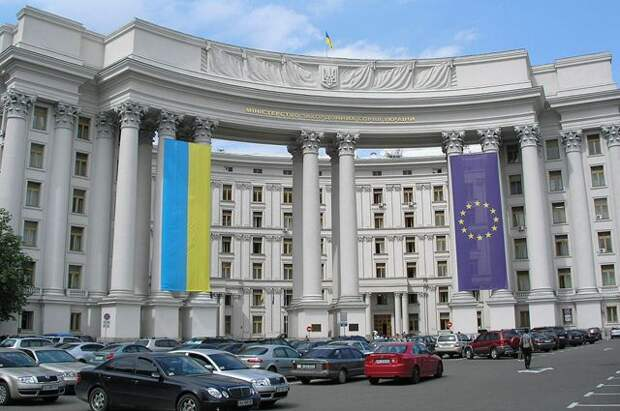 Украина вернет на родину задержанного в Петербурге консула