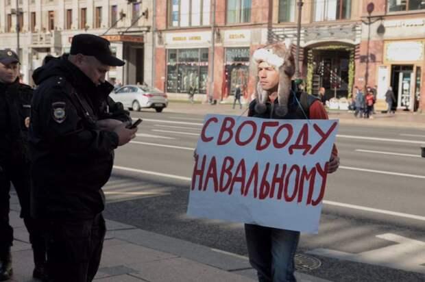 Провальный митинг ради бабла: почему навальнисты так отчаянно хотят видеть людей на улицах
