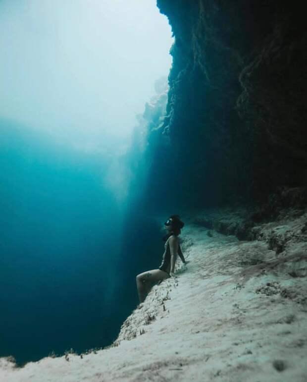 17 снимков моря, после которых даже в бассейне как-то страшновато купаться