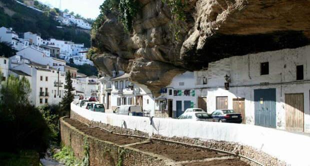 Город в скале