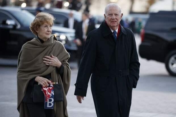 Бывший госсекретарь США и его супруга заразились COVID-19