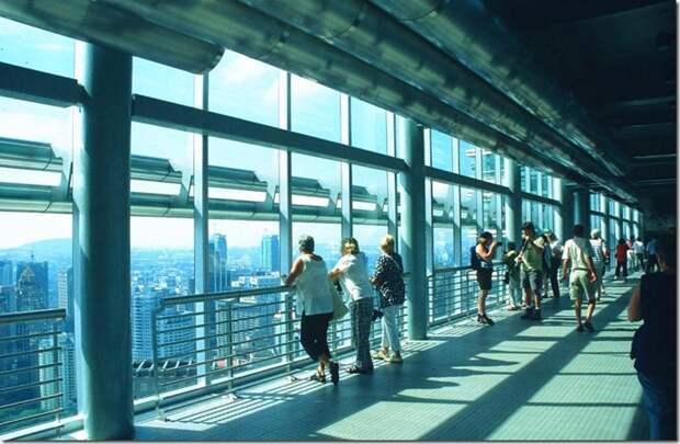 KUL Petronas Twin Towers skybridge interior_b