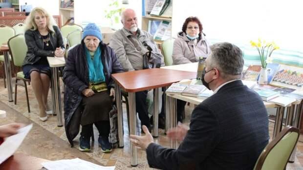 Жители центра Керчи озвучили свои проблемы заместителю главы администрации Ренату Джапарову