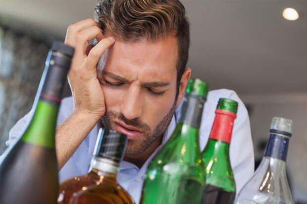 Нарколог назвал простой способ избавиться от похмелья 1 января