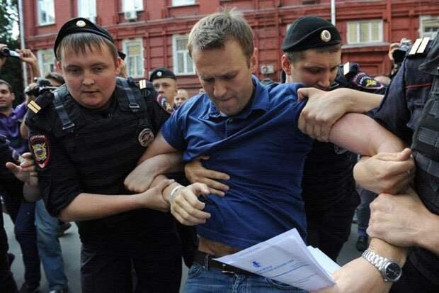 Либеральные СМИ подняли дружный вой, в Москве задержали Навального