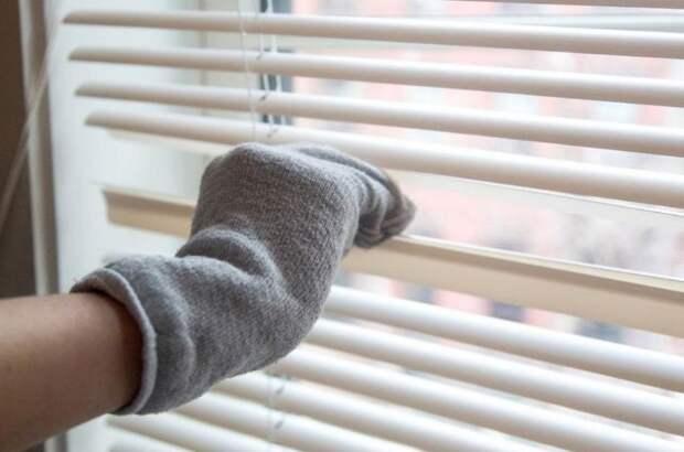 Из старых носков могут получиться отличные средства для уборки труднодоступных мест / Фото: design-homes.ru