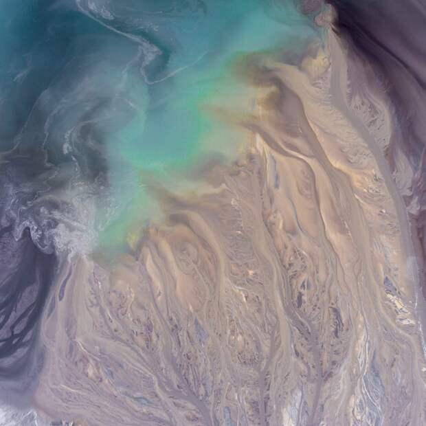 На Химкинском водохранилище ликвидировали красное пятно