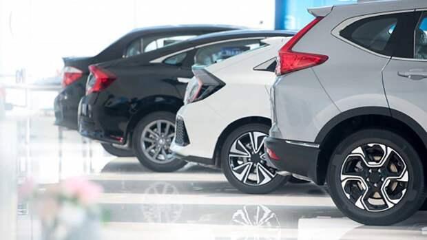 Средний срок для накопления на новую машину в России оценили в 7,7 года