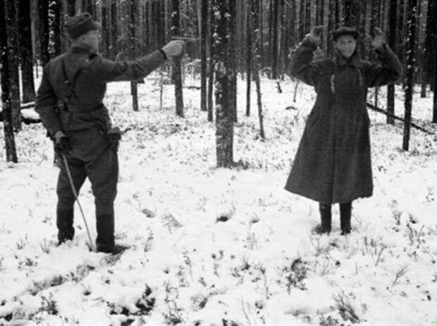 Советский разведчик смеется перед расстрелом — и другие поразительные фото Второй мировой