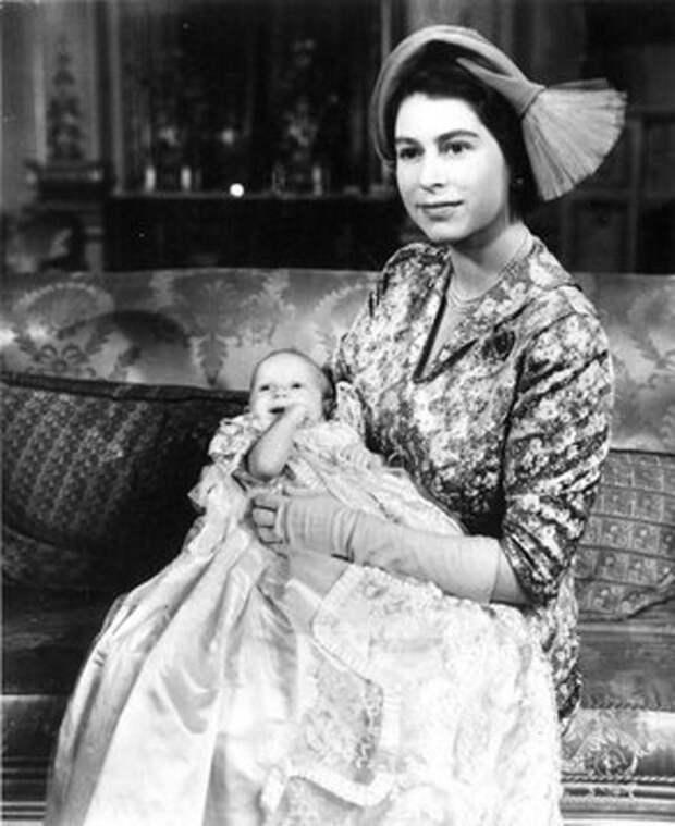 Королева Елизавета с дочерью Анной