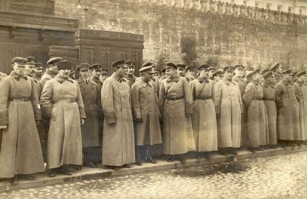 К.Е.Ворошилов и командный состав ВОХР на Красной площади. СССР, 1930-е годы.