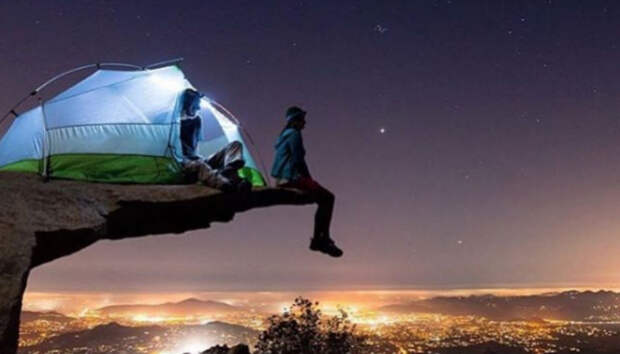 Вас здесь не спало: девушка высмеивает в Instagram места экстремальных ночевок