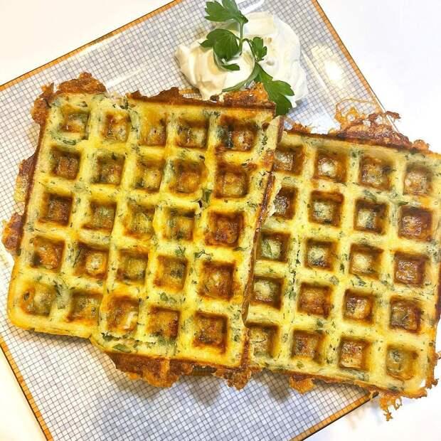 Быстрый завтрак для всей семьи: сырные вафли от Марии Кожевниковой