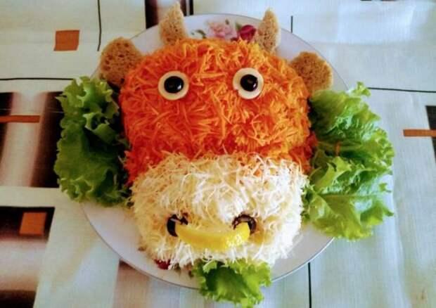 Салат в форме бычка. \ Фото: cookpad.com.